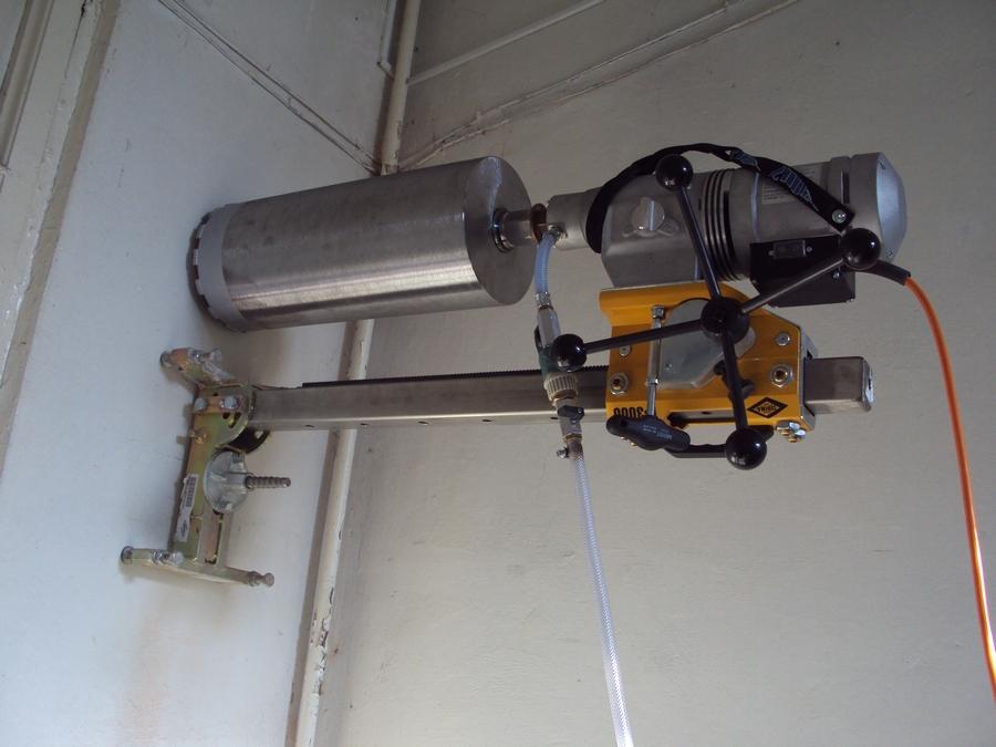 Сверлить бетон станок можно ли добавить в цементный раствор колер